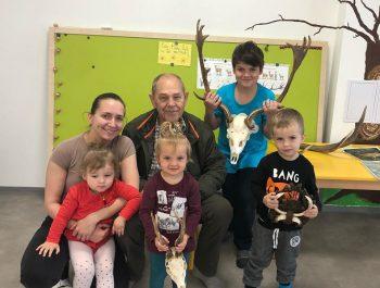Besiedka s dedkom poľovníkom